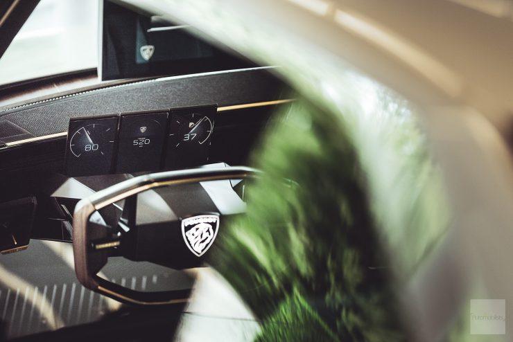 Peugeot P18 Paris Motor Show 2018 E Legend Concept Car volant et compteur version finale