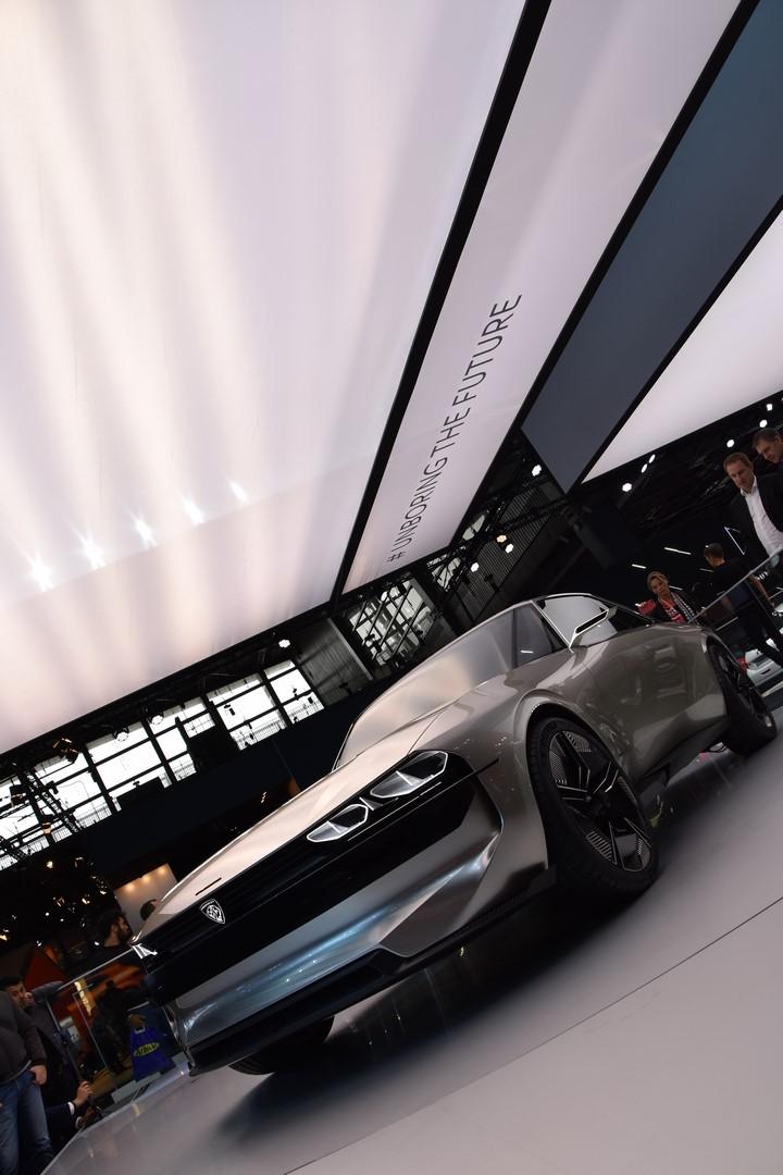 Mondial Paris 2018 Peugeot e legend Concept 19
