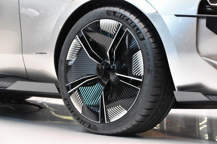 Mondial Paris 2018 Peugeot e legend Concept 22