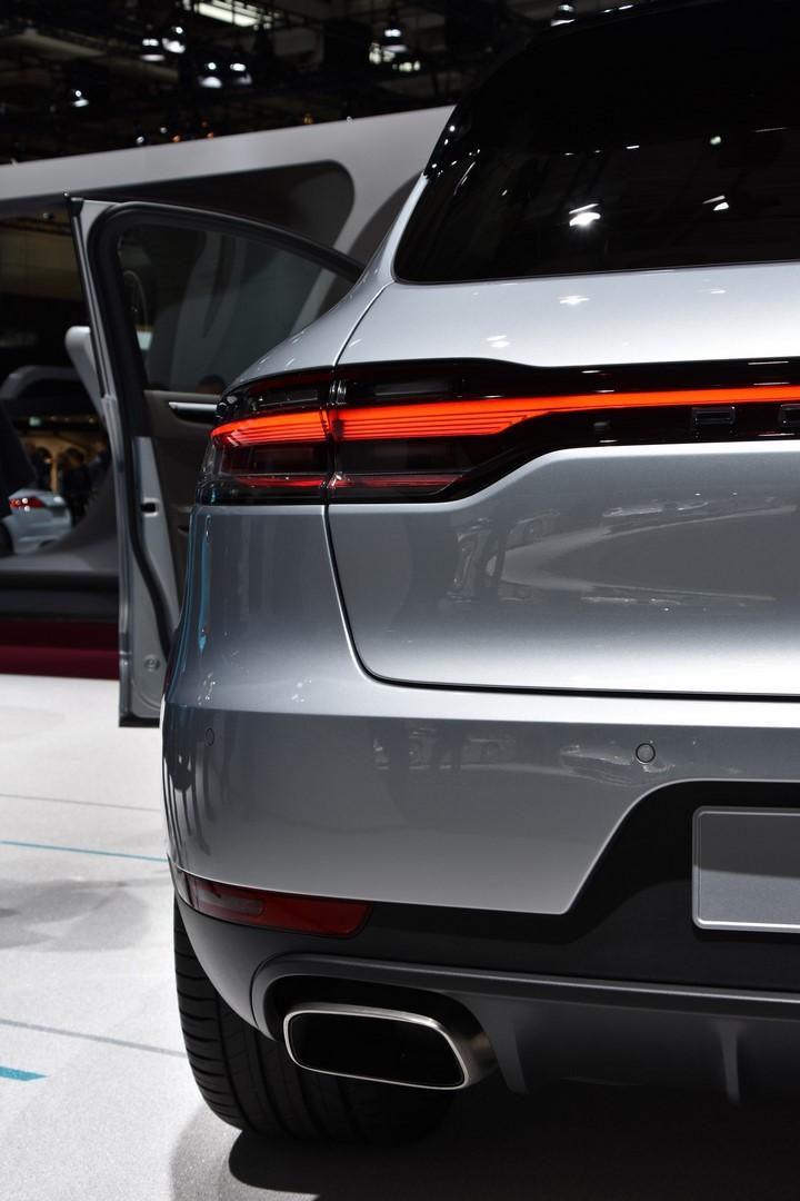 Mondial Paris 2018 Porsche Macan 12