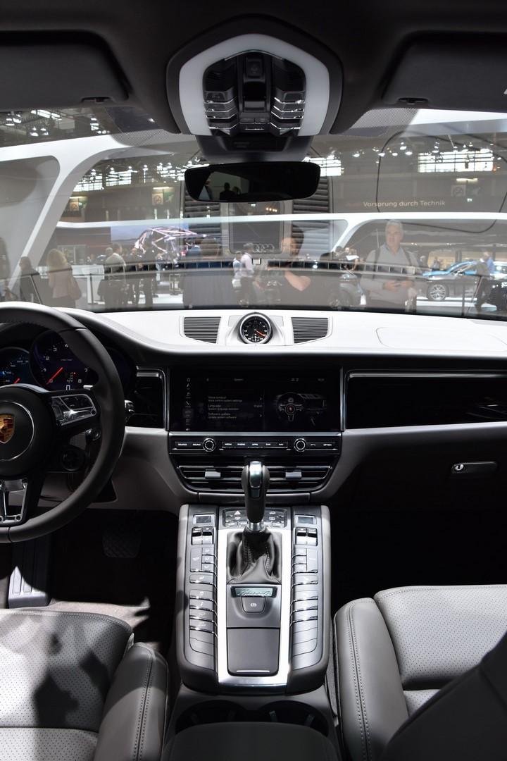 Mondial Paris 2018 Porsche Macan 16