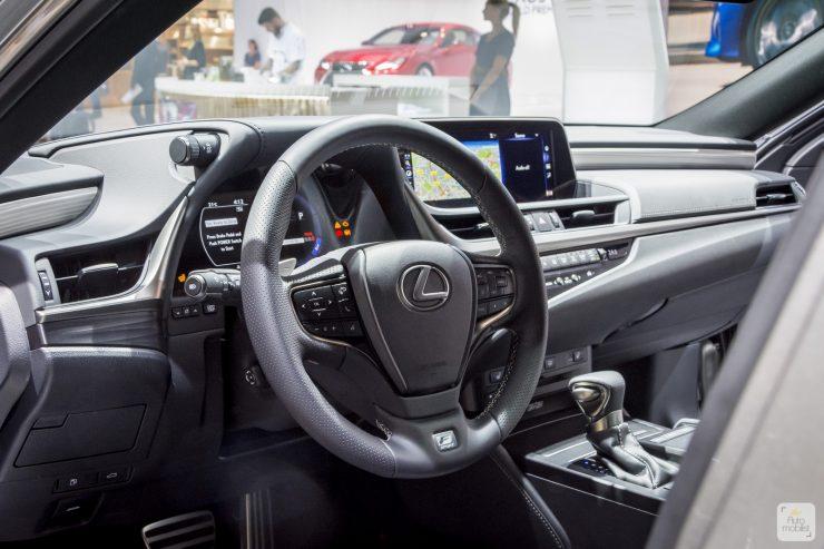 Mondial de Paris 2018 Lexus 14