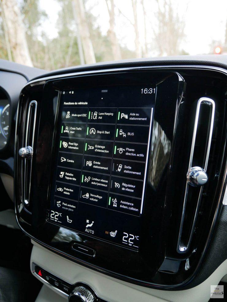 2018 Volvo XC40 Interieur GPS 003 1