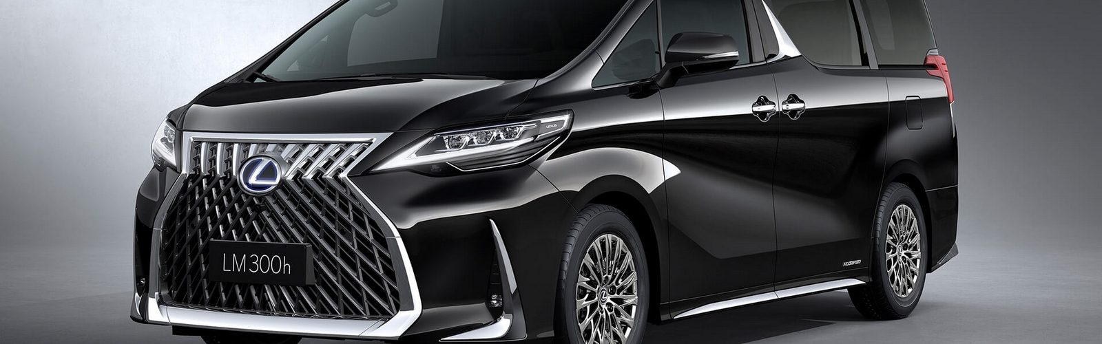 Lexus LM LNA 04