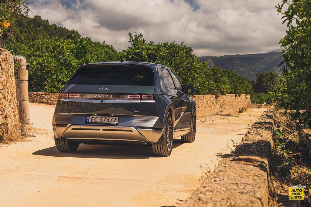 Essai Hyundai Ioniq 5 HTRAC Executive 73kW Digital Teal Green Face arriere 2