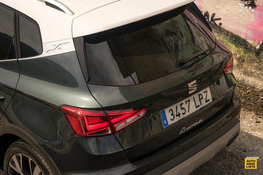 Essai Seat Arona restyle TSI 110ch DSG 7 Bi ton Gris Camouflage Detail arriere 2
