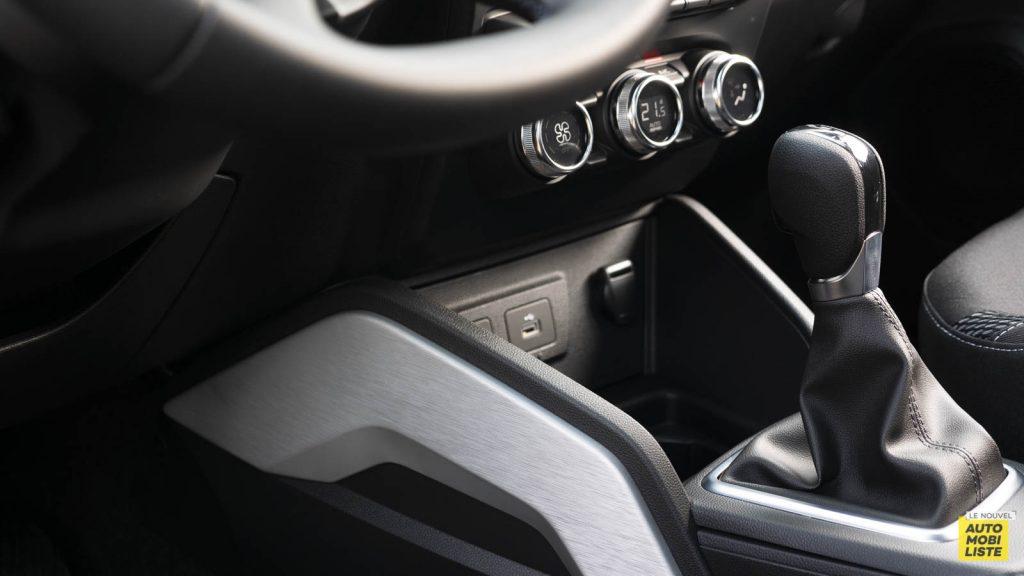 Essai Dacia Duster TCe 150 EDC6 Prestige Interieur Detail 03
