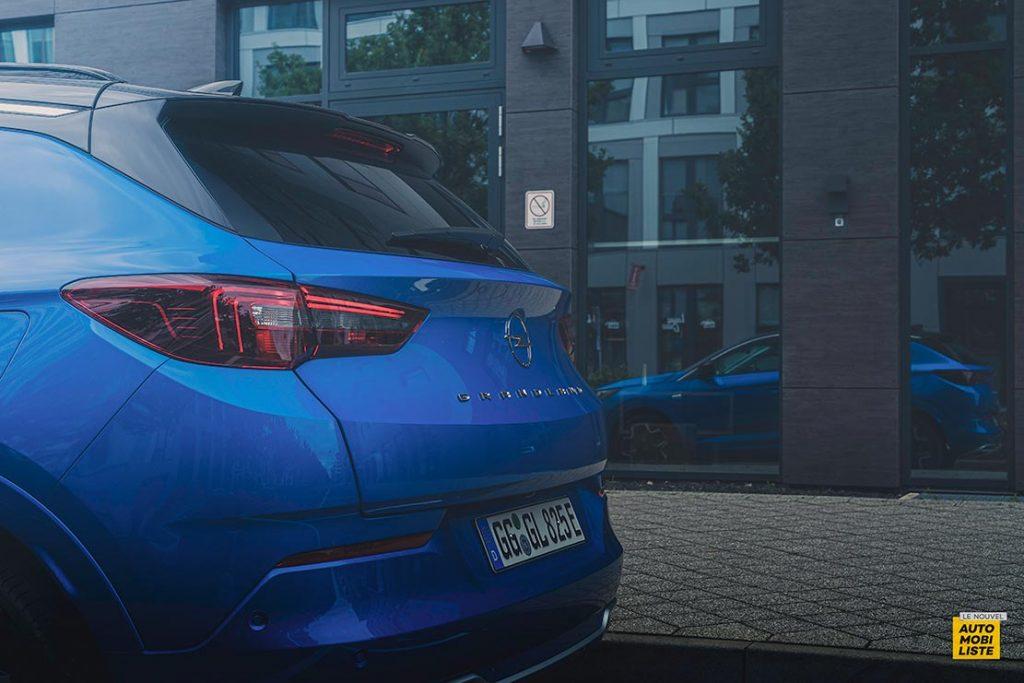 Essai Opel Grandland restyle Hybrid 225 Face arriere