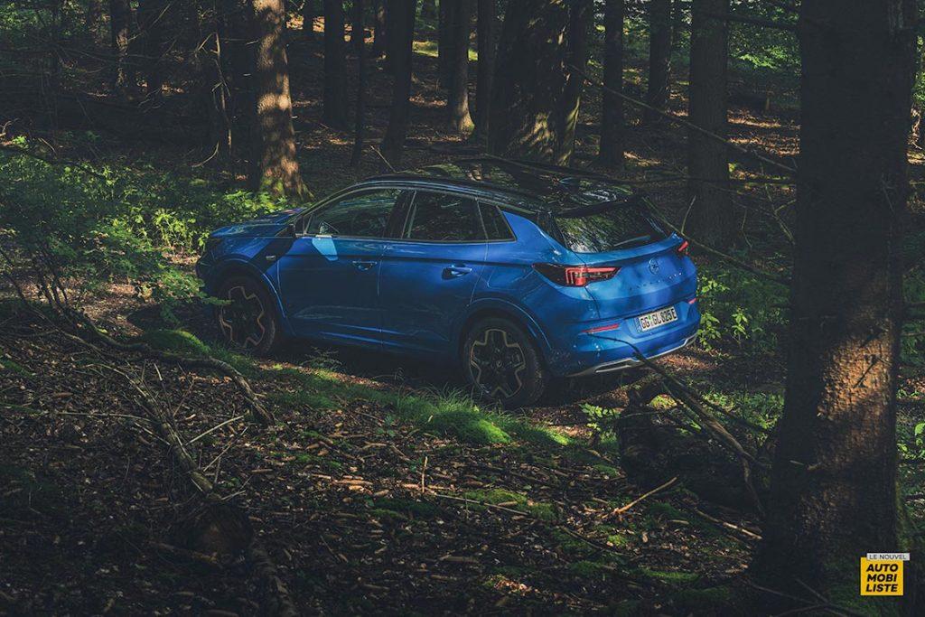 Essai Opel Grandland restyle Hybrid 225 Face arriere 4
