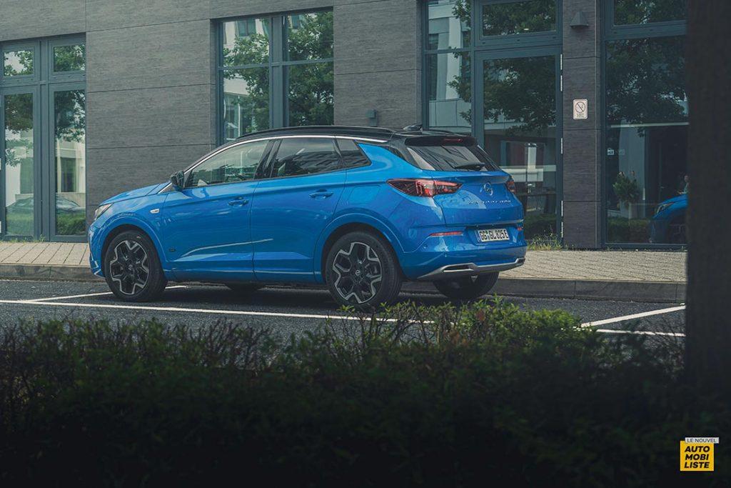 Essai Opel Grandland restyle Hybrid 225 Face arriere 5