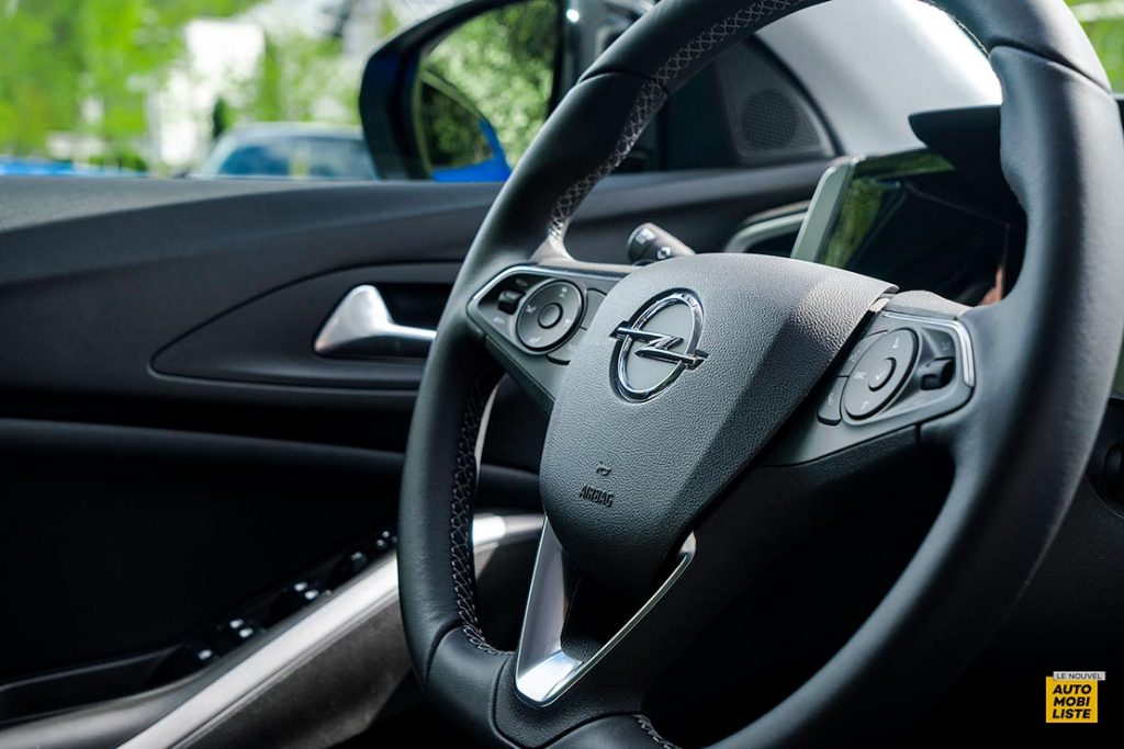 Essai Opel Grandland restyle Hybrid 225 Volant
